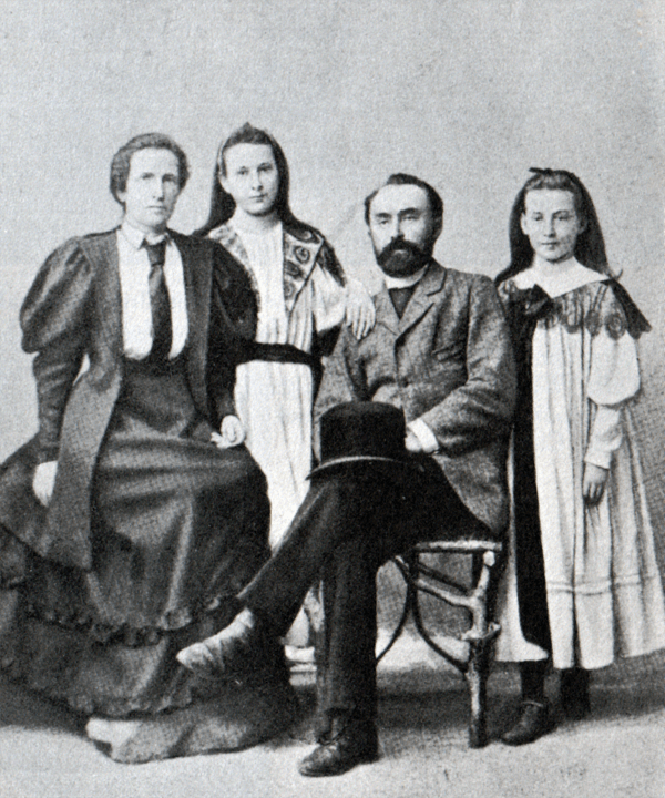 plehanov-s-zhenoj-i-dochermi
