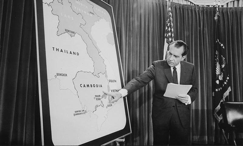 richard-nikson-na-press-konferenczii-posvyashhyonnoj-nachalu-operaczii-v-kambodzhe