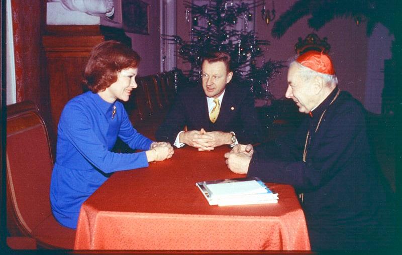 rozalin-karter-i-zbignev-bzhezinskij-vstrechayutsya-s-kardinalom-stefanom-vyshinskim