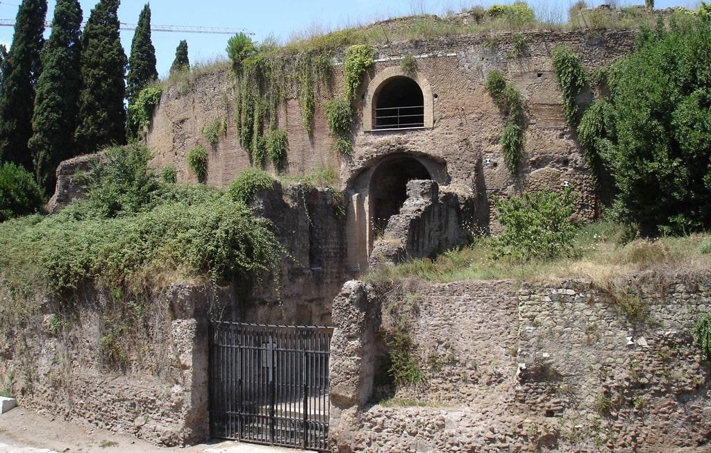 ruiny-mavzoleya-oktaviana-avgusta-na-marsovom-pole