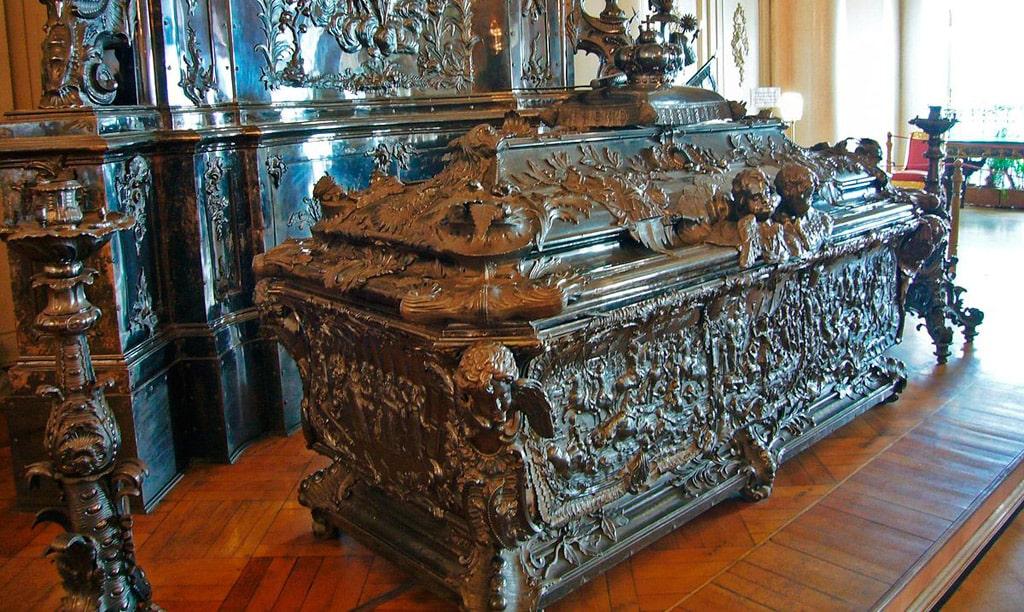 sarkofag-aleksandra-nevskogo