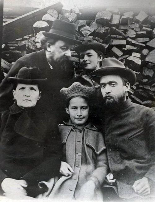 semya-cziolkovskih-vo-vremya-navodneniya-1908-g