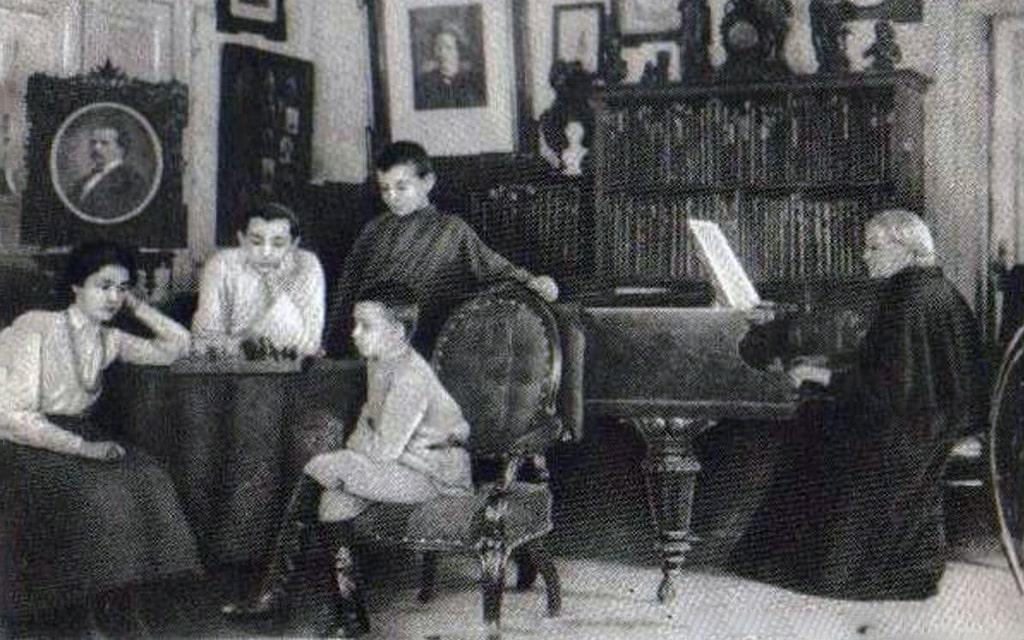 semya-tuhachevskogo