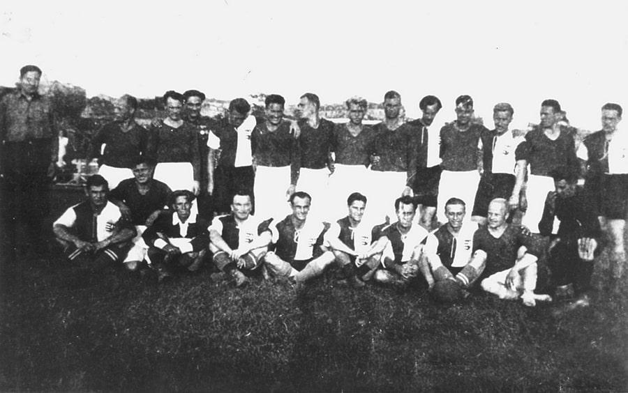 sostav-komandy-start-temnye-futbolki