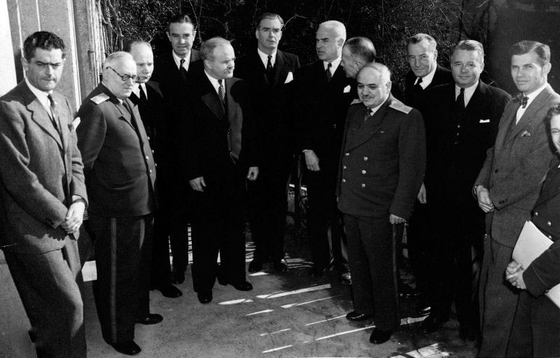 sovetskie-amerikanskie-i-britanskie-diplomaty-vo-vremya-yaltinskoj-konferenczii