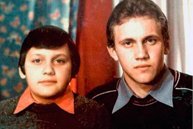 stas-mihajlov-v-detstve-s-bratom-valeriem