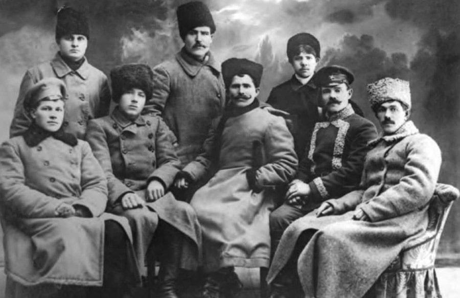 vasilij-chapaev-s-sosluzhivczami