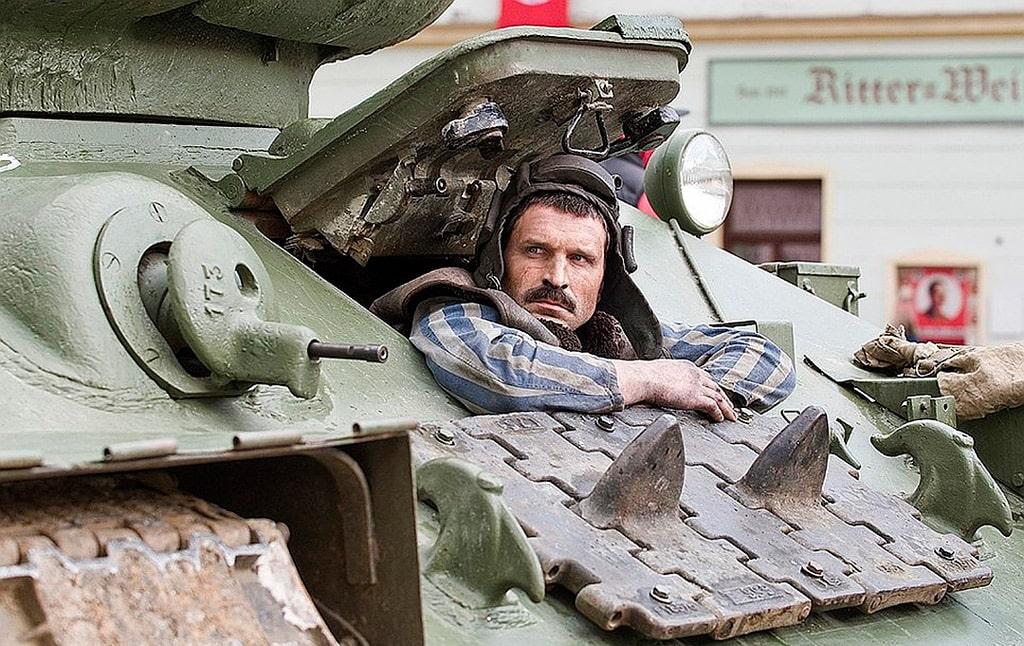 viktor-dobronravov-v-filme-t-34