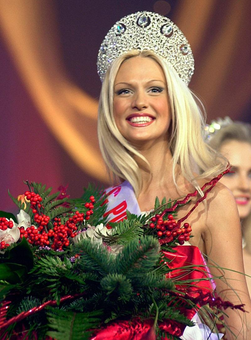 viktoriya-lopyreva-na-konkurse-krasoty-miss-rossiya-2003