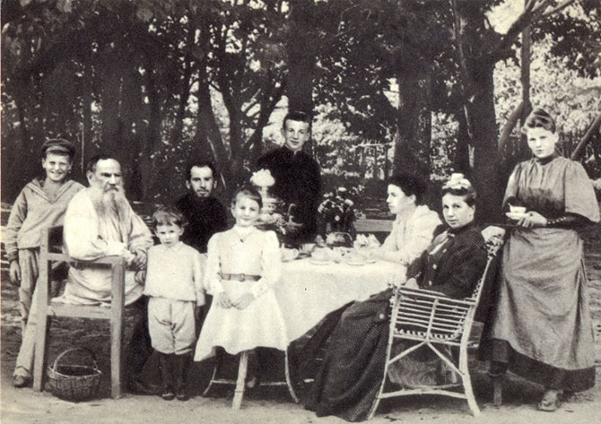 L.-N.-Tolstoy-s-semey