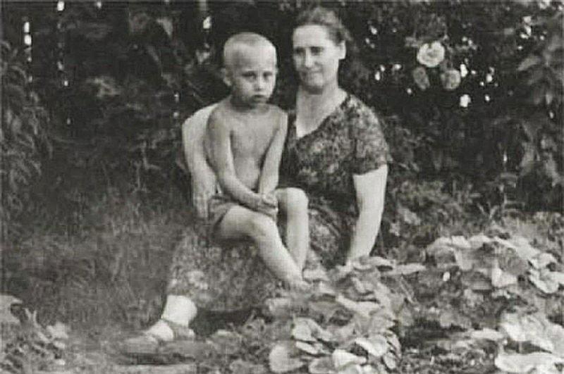 1958-god.-S-materyu-Mariey-Ivanovnoy-SHelomovoy
