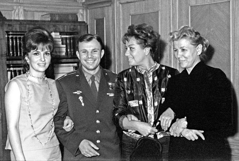 Aktrisa-Dzhina-Lollobridzhida-YUriy-Gagarin-aktrisa-Marisa-Merlini-ministr-kulturyi-SSSR-Ekaterina-Furtseva