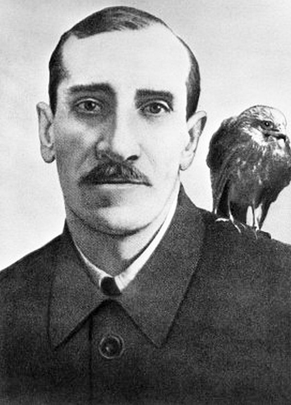 Aleksandr-Grin-i-ego-ruchnoy-yastreb
