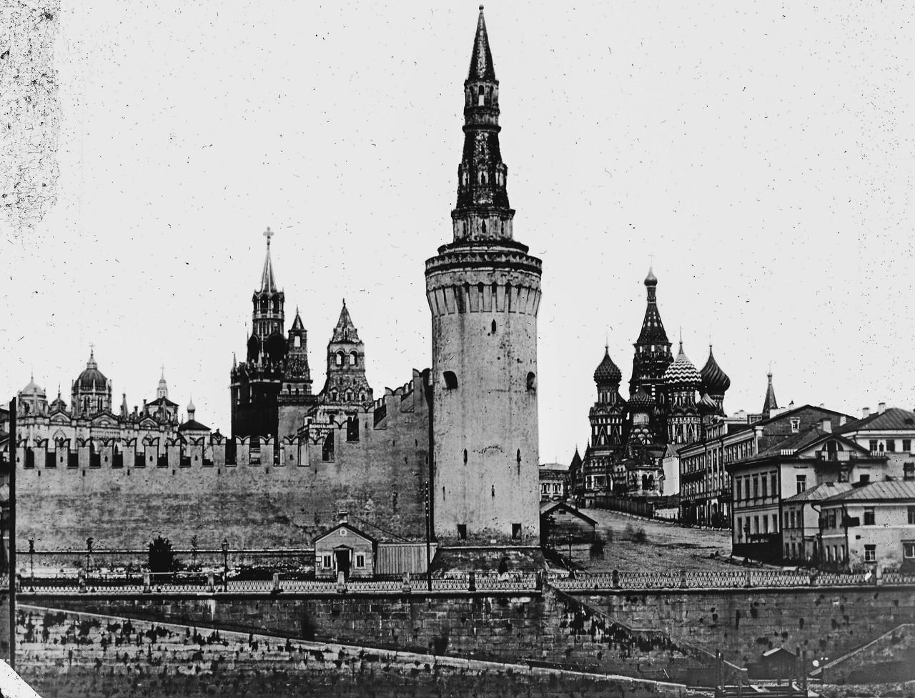 Beklemishevskaya-Moskvoretskaya-bashnya-Kremlya