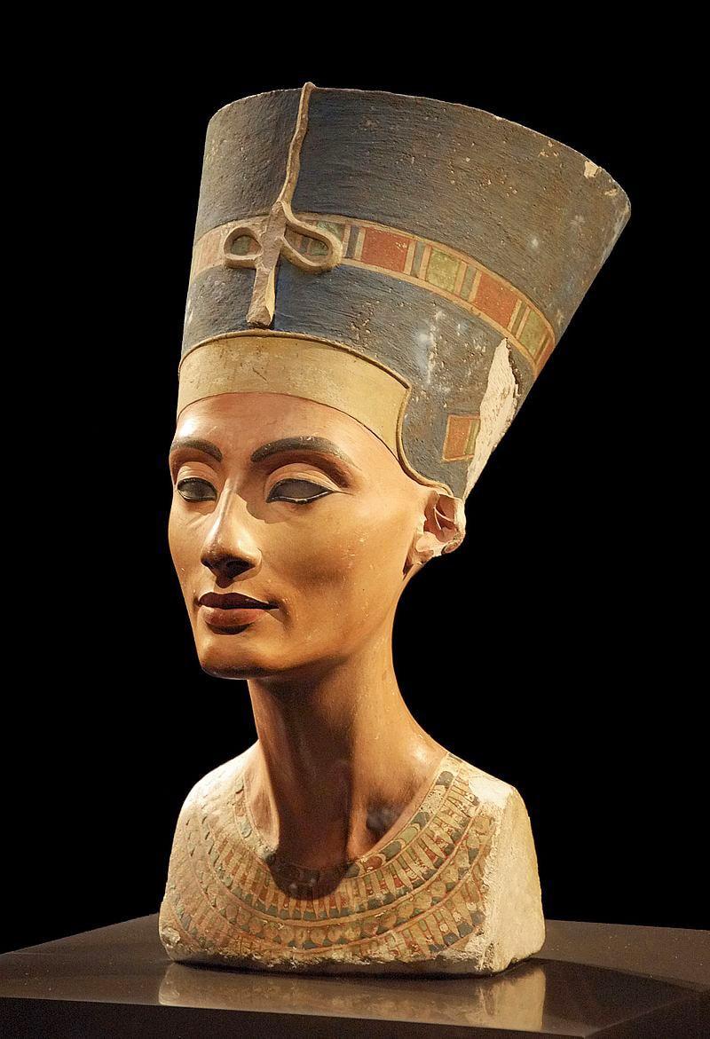 Byust-Nefertiti-odna-iz-samyih-izvestnyih-nahodok-Lyudviga-Borhardta