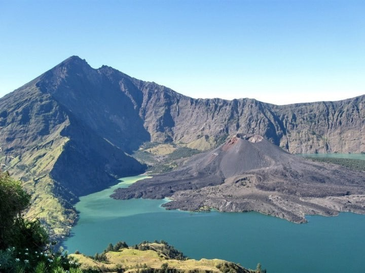 Deystvuyushhiy-vulkan-na-ostrove-Lombok