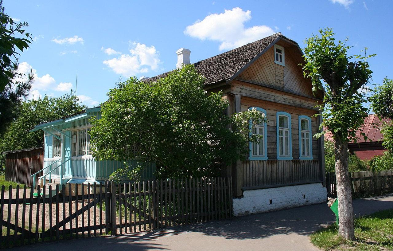 Dom-v-kotorom-YUriy-Gagarin-zhil-v-shkolnyie-godyi.-Gorod-Gagarin-byivshiy-Gzhatsk-1