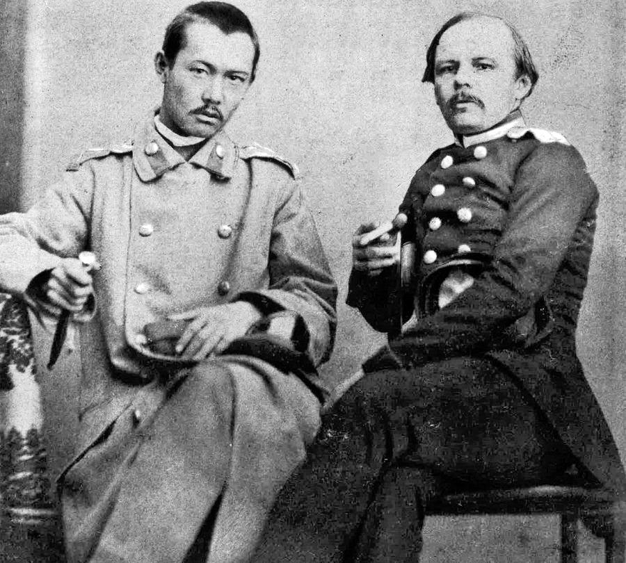 Dostoevskiy-i-CH.-Valihanov.-Fotografiya-snyata-v-Semipalatinske-v-1858-g