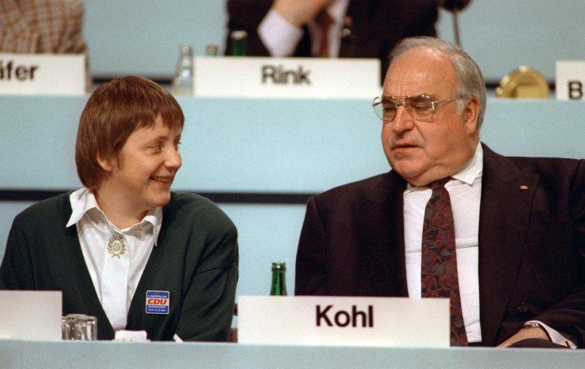 Foto-Merkel-23-Angela-Merkel-i-Gelmut-Kol