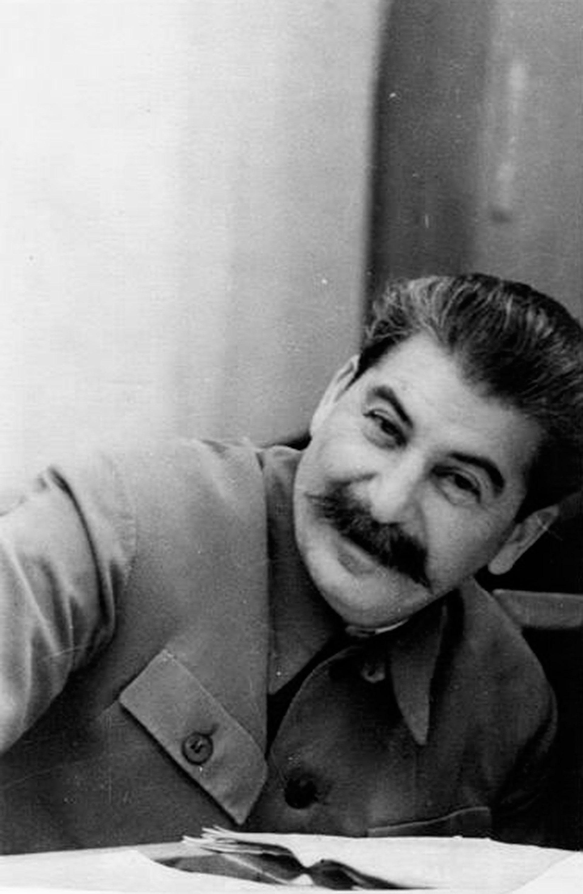 Foto-Stalin-v-Molodosti-6