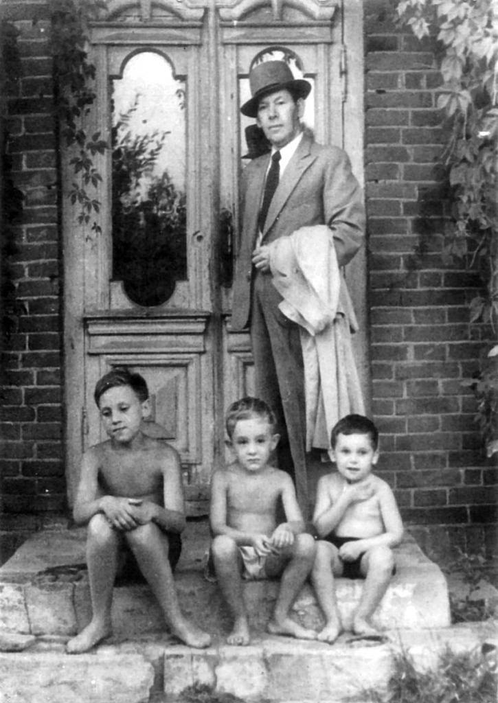 Foto-Vyisotskiy-v-detstve-1950