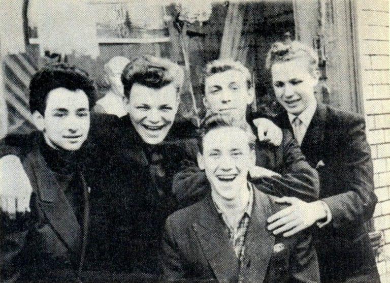Foto-Vyisotskiy-v-detstve-1955.-Ucheniki-desyatogo-klassa