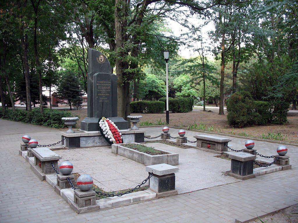 Foto-mogilyi-Poddubnogo-2