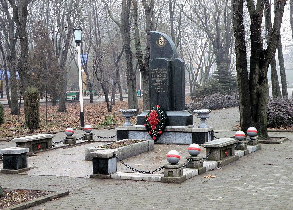 Foto-mogilyi-Poddubnogo-4