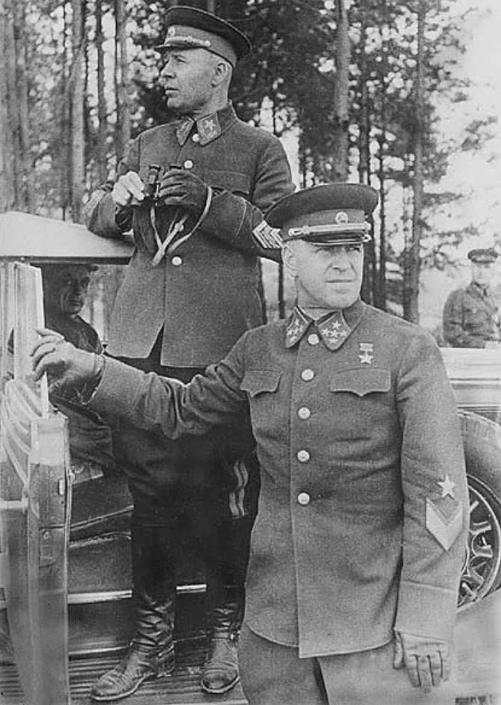 General-armii-G.-K.-ZHukov-i-narkom-oboronyi-SSSR-marshal-S.-K.-Timoshenko