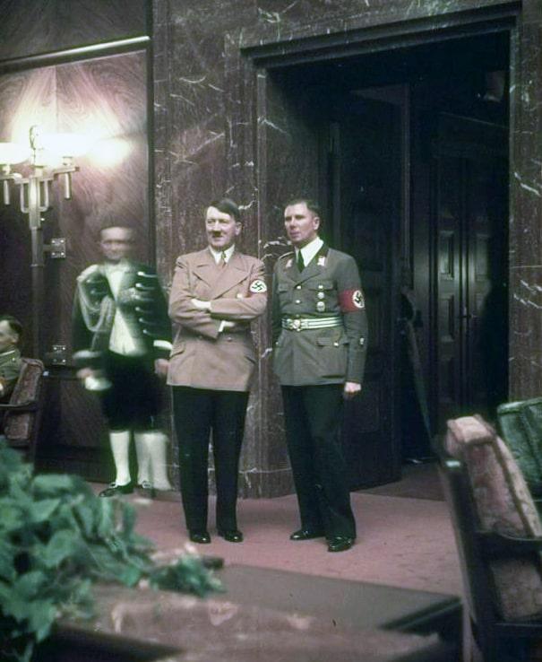 Gitler-na-partiynom-prieme.-25-fevralya-1939