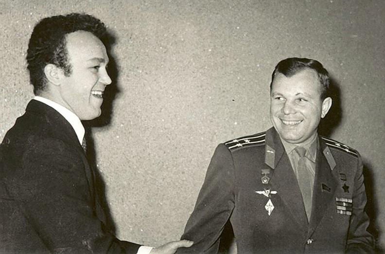 Iosif-Kobzon-i-YUriy-Gagarin