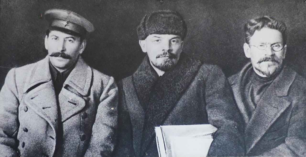 Iosif-Stalin-Vladimir-Lenin-i-Mihail-Kalinin
