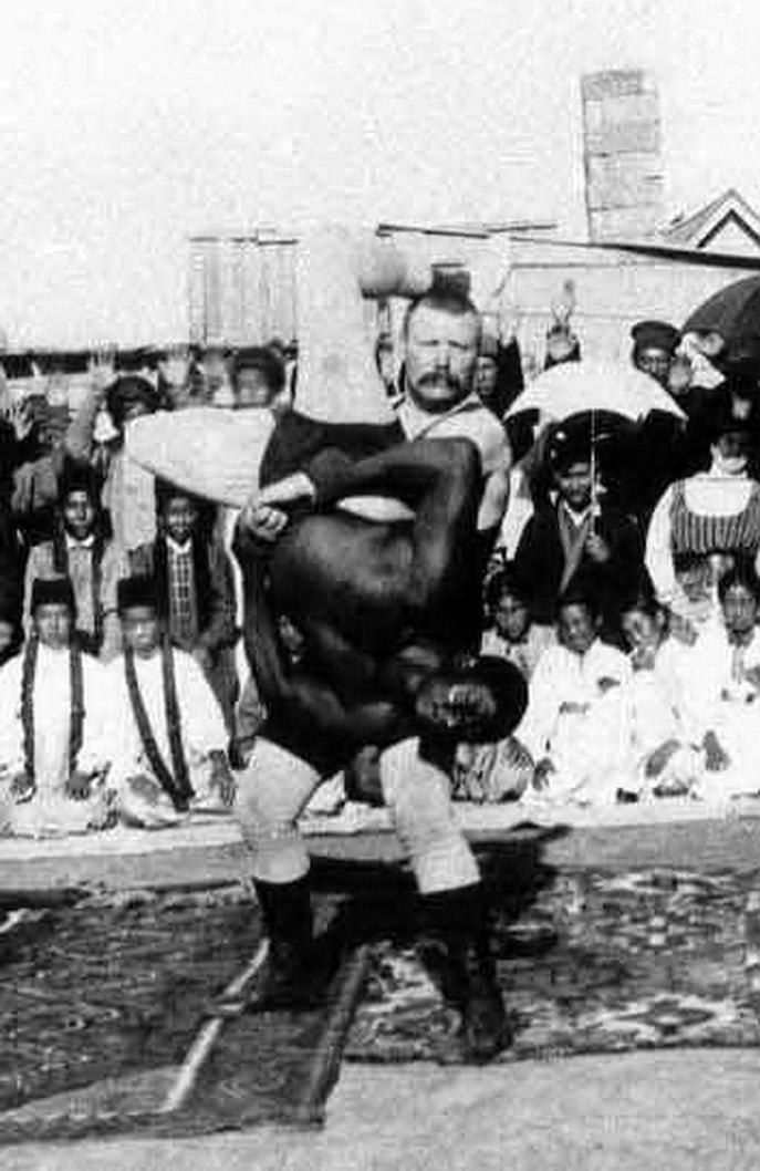 Ivan-Poddubnyiy-vo-vremya-turne-po-Severnoy-Afrike-1905