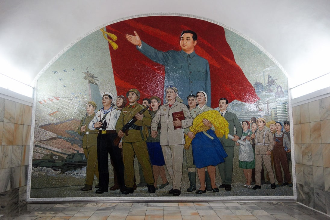 Kazhdaya-stantsiya-metro-ukrashena-podobnyimi-kartinami