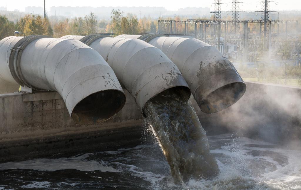 kuda-techet-kanalizatsiya-2