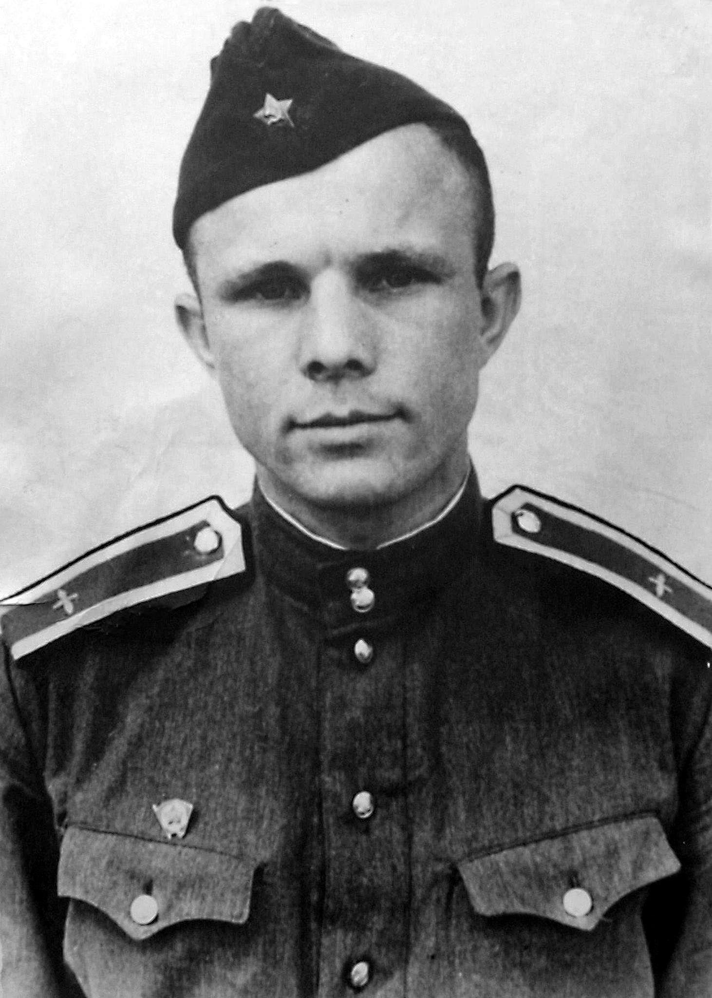Kursant-YUriy-Gagarin