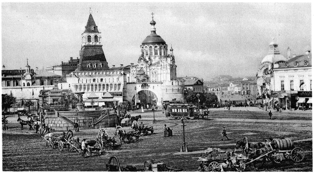Lubyanskaya-ploshhad-i-Prolomnyie-Vladimirskie-vorota