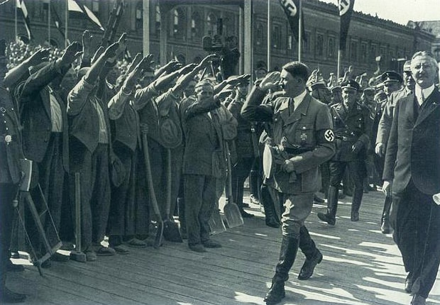 Na-stroyke-novogo-korpusa-Reyhsbanka-tsentralnyiy-bank-Germanskoy-imperii-may-1932-goda
