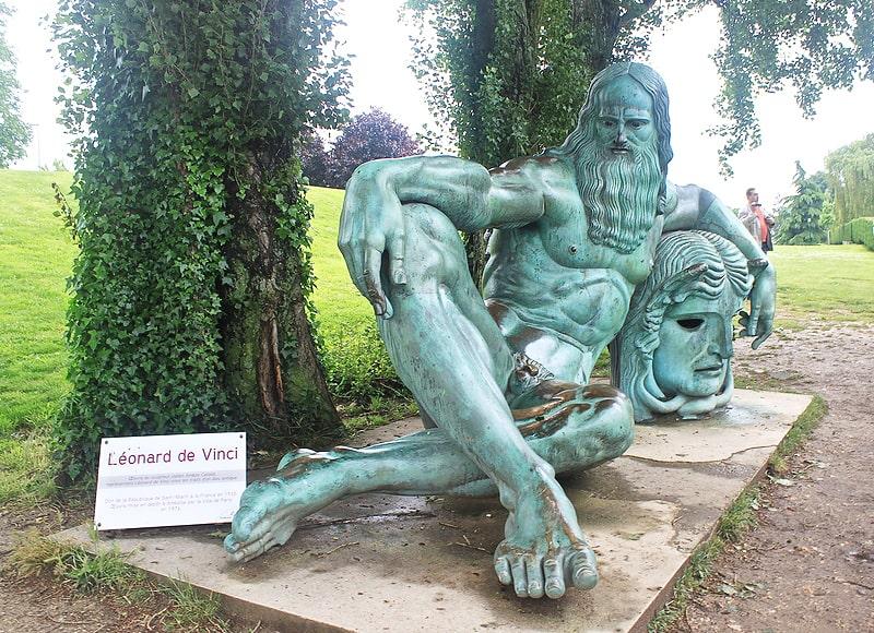 Pamyatnik-Leonardo-da-Vinchi-v-Ambuaze