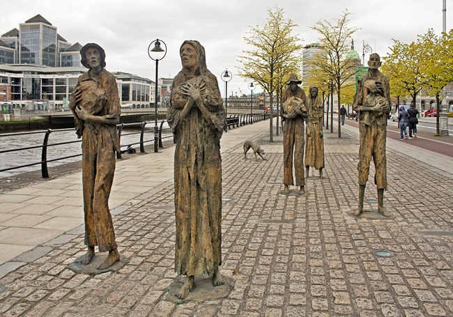 Pamyatnik-zhertvam-Velikogo-irlandskogo-goloda-v-Dubline