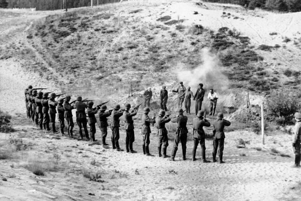 Rasstrel-sovetskih-partizan