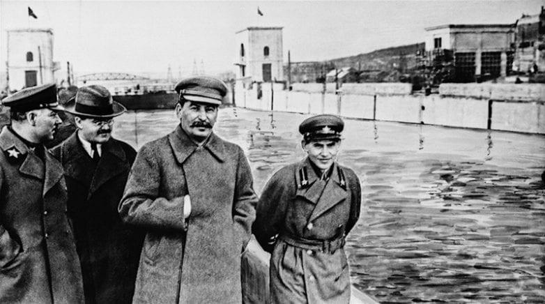 S-Voroshilovyim-Molotovyim-i-Ezhovyim