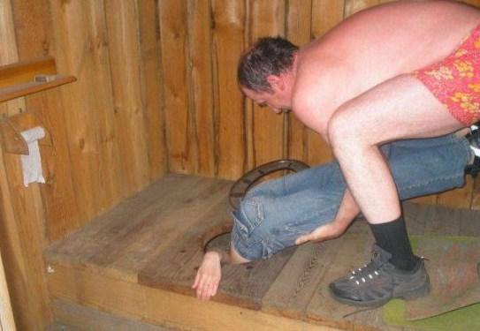 smertonosnyiy-tualet-nelepyie-smerti