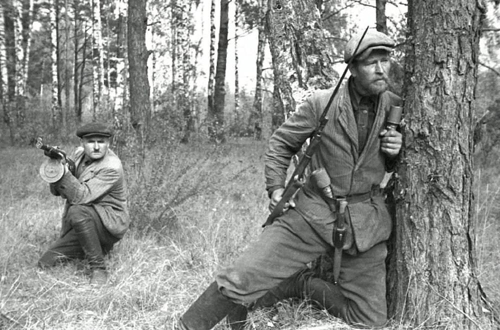 Sovetskie-partizanyi-v-Belorussii-1943