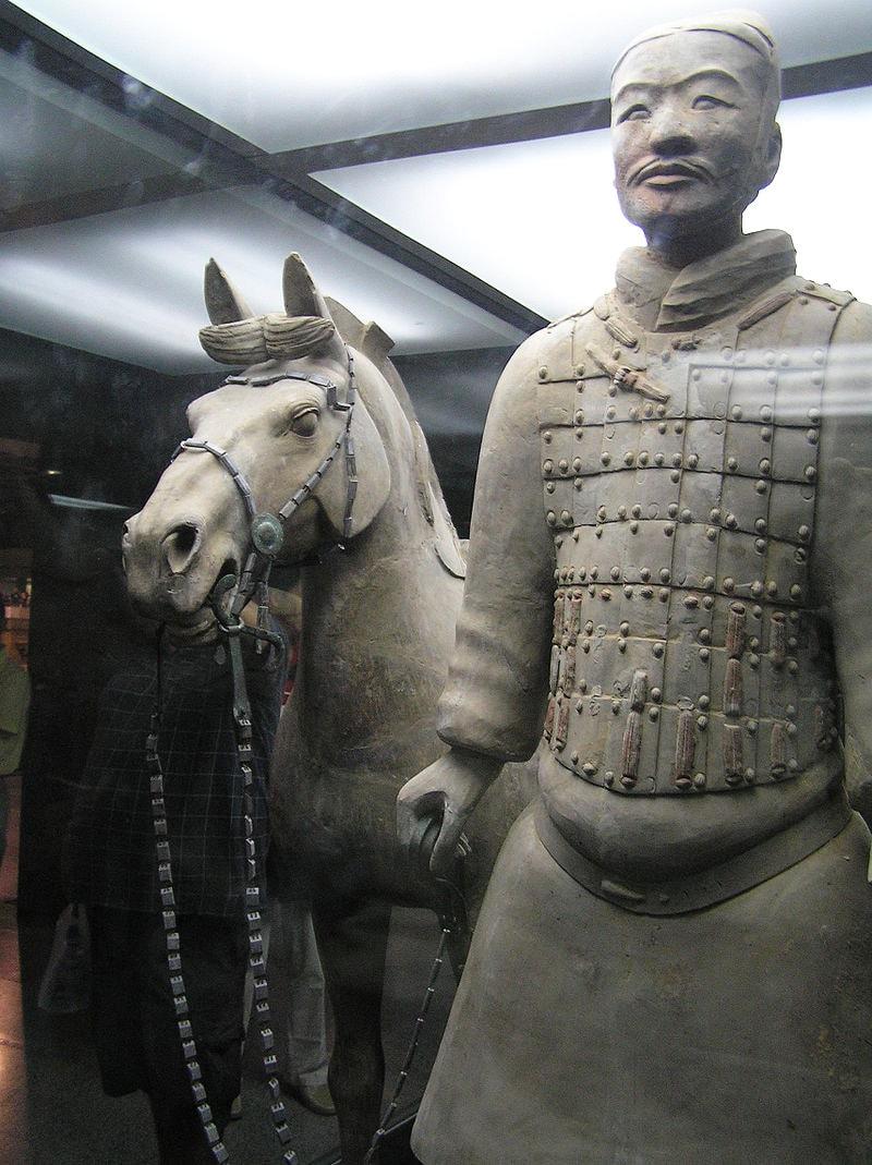 Terrakotovyiy-soldat-s-loshadyu