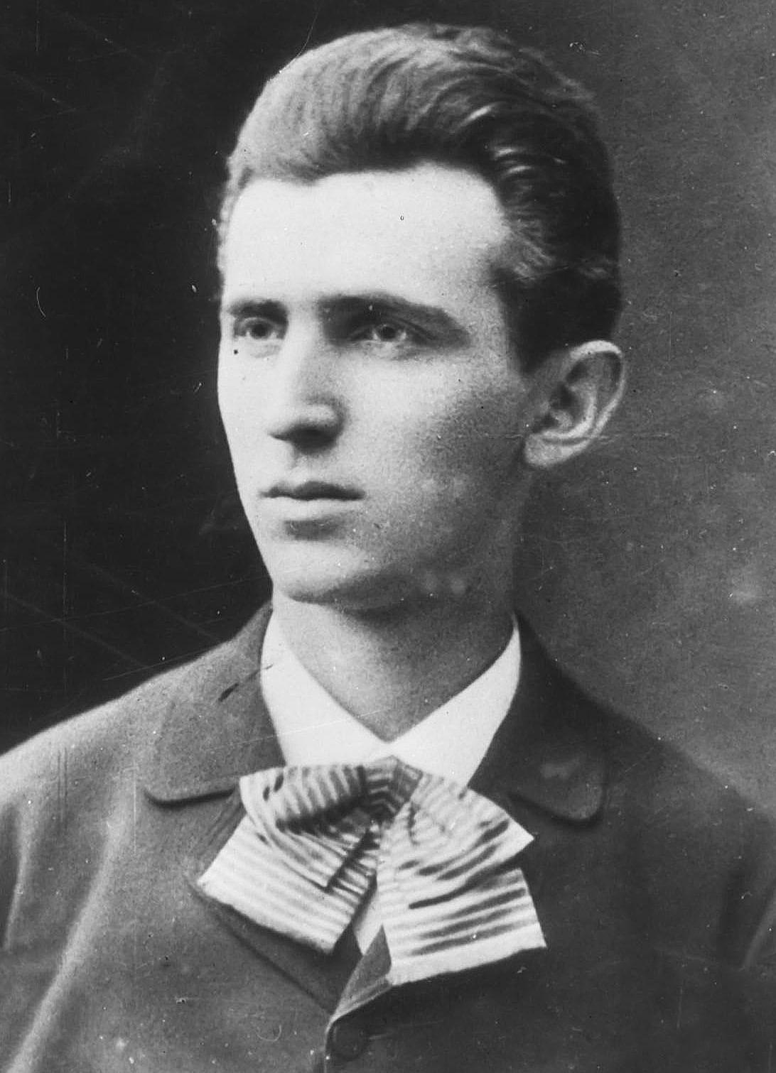 Tesla-v-1879-godu-v-vozraste-23-let