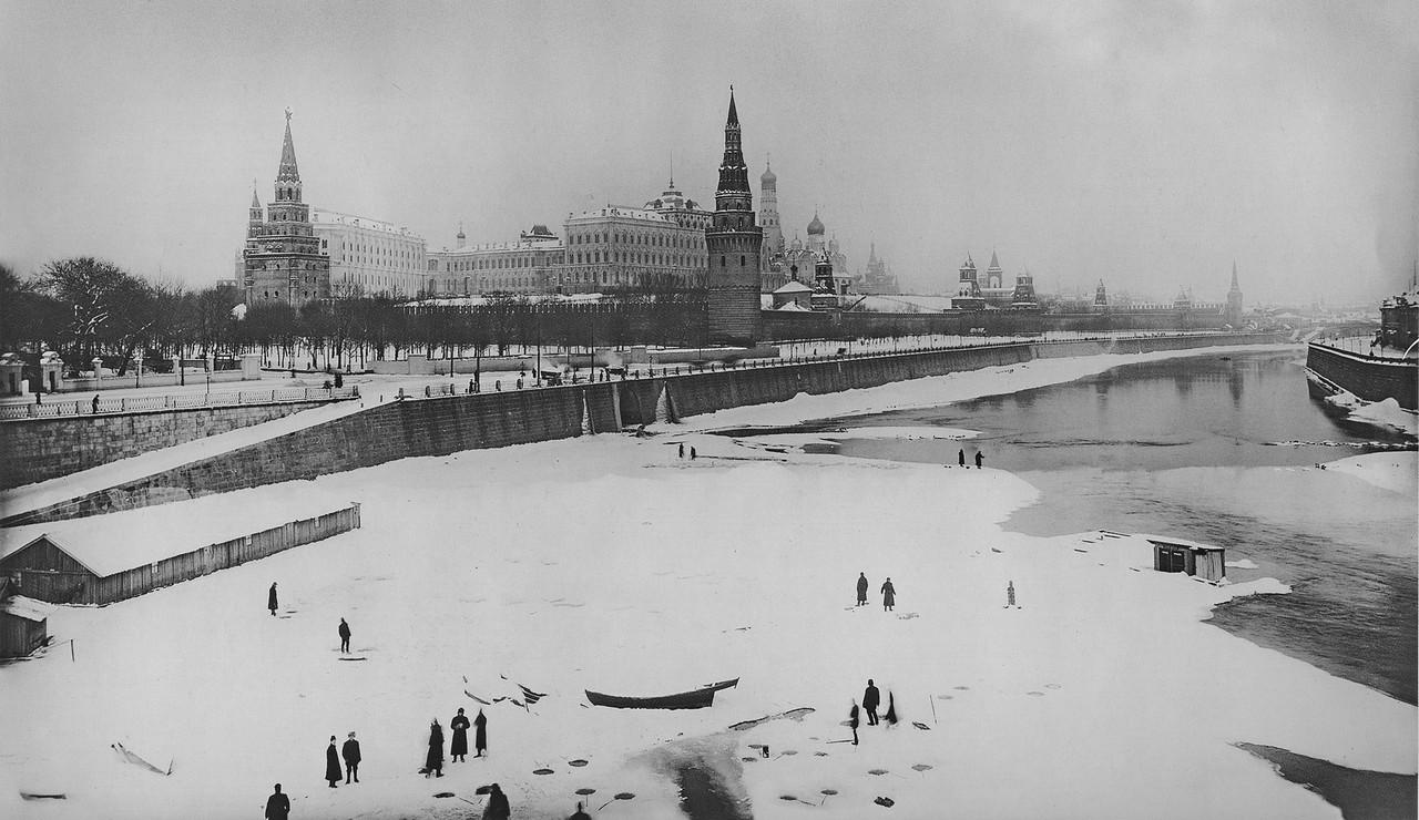 Vid-na-reku-Moskva-i-Kreml-s-Bolshgo-Kamennogo-mosta