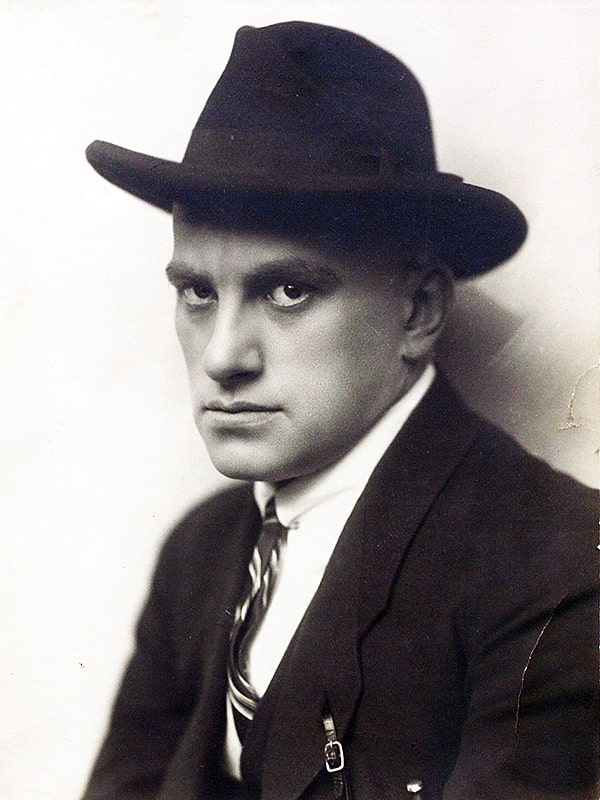 Vladimir-Mayakovskiy-8