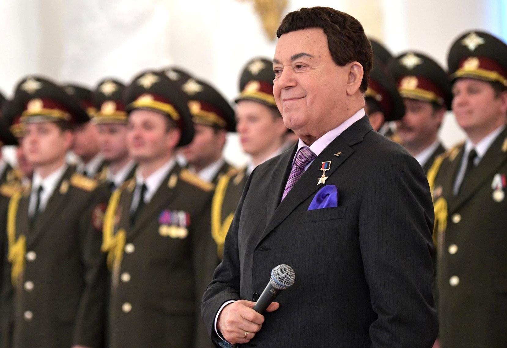 Vyistuplenie-na-torzhestvennom-priyome-v-Kremle-po-sluchayu-prazdnovaniya-Dnya-Geroev-Otechestva.-2016-god-1