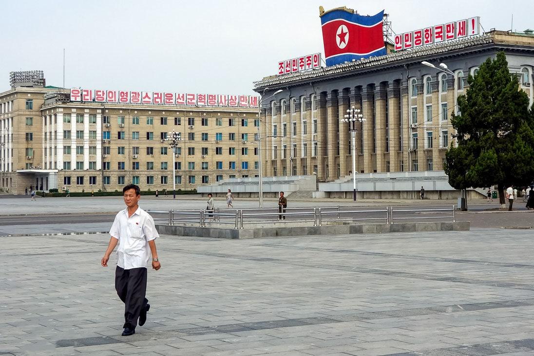Zdanie-Kabineta-ministrov-na-ploshhadi-Kim-Ir-Sena